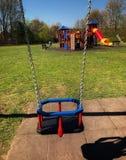 Wiosny huśtawka dla dziecka zdjęcia stock