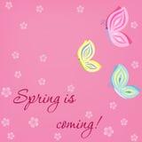 Wiosny kwiecista karta z motylami na różowym tle ilustracja wektor