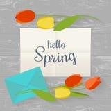 Wiosny pojęcie Pisze list projektować i kwiaty na kuchennym stole w mieszkaniu również zwrócić corel ilustracji wektora Odgórny w Fotografia Royalty Free