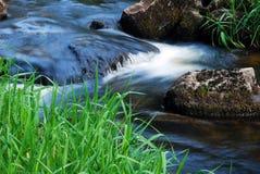 Wiosny spływania strumień Zdjęcie Royalty Free