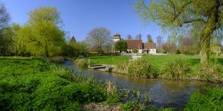 Wiosny ?wiat?o s?oneczne na St Andrew ko?ci?? w Meonstoke w po?udnie Zestrzela parka narodowego, Hampshire, UK zdjęcie royalty free