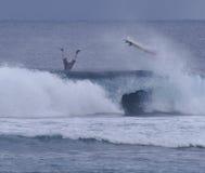 Wipeout de la persona que practica surf imágenes de archivo libres de regalías