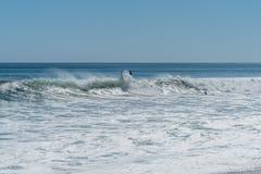Wipeout! Paradisliten vik, Malibu, Kalifornien arkivfoton