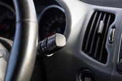 Wiper badyl samochodowej konsoli deski rozdzielczej elektroniczna nawigacja Samochód inside Windscreen wiper rękojeść zdjęcie royalty free