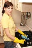 wipes för flickakökugn Royaltyfria Bilder