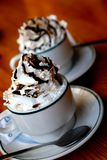 wipped kräm- lott för kaffe arkivfoto