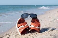 Wipschakelaars met zonnebril Stock Foto's