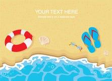 Wipschakelaars, zonnebril en shells op strand Royalty-vrije Stock Fotografie