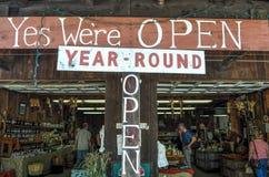Wir ` bezüglich des offen- Straßen-Seiten-Marktes stockfotografie
