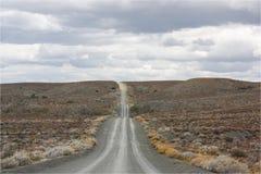 Żwir, droga gruntowa w odległość/ obrazy royalty free