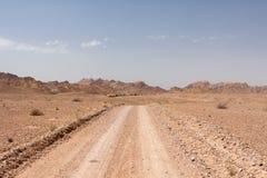 Żwir droga w diunie, Dasht-e Kavir pustynia Obraz Stock