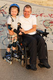Wir rollerblading mit Sohn Stockfotos