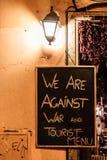 Wir sind gegen Kriegs- und Touristenmenü Stockbild