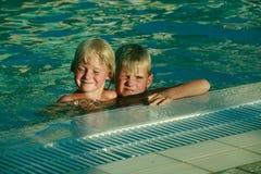 Wir studieren, um zu schwimmen Stockbild