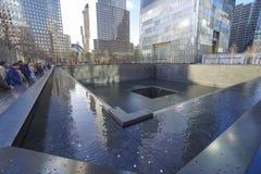 Wir vergessen nie - das Bodennullpunkt-Denkmal in der Welthandels-Mitte MANHATTAN - NEW YORK - 1. April 2017 Stockbilder