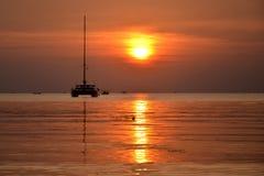 Wir verlassen auf einem Sonnenuntergang Lizenzfreie Stockbilder