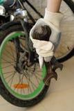 Wir werden Fahrrad reparieren Lizenzfreie Stockbilder