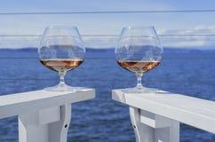 Wirbelnder Weinbrand im Glas Lizenzfreie Stockfotografie