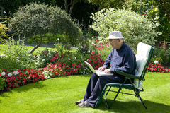 Wirefree. View of a man working on his laptop in the garden Royalty Free Stock Photos