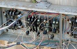 Wireing elettrico difettoso fotografie stock libere da diritti