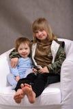Wirft Kinder nieder Stockfotografie