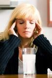 Wirklich falsche Kopfschmerzen Stockbild