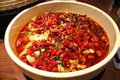 Wirklich würzige Suppe mit Fischen Stockfotos