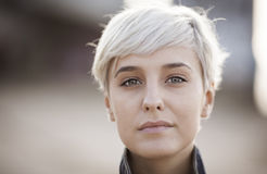 Wirkliche blonde junge Frau Lizenzfreie Stockfotografie