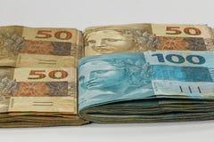 100 wirkliche Geld-Anmerkungen von Brasilien Stockbild