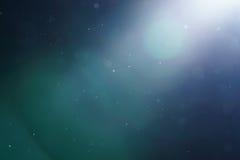 Wirklicher optischer Blendenfleck mit etwas Staub, der in die Luft schwimmt Stockfotos