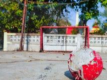 Wirklicher Straßenfußball in Thailand Lizenzfreie Stockfotografie