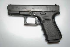 Wirkliches österreichisches Pistole glock 17 stockbild