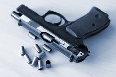 Wirkliches Faustfeuerwaffe pistole 9mm Lizenzfreie Stockfotografie