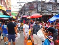 Wirkliches Leben auf Straßenmarkt bei Chinatown in Manila stockfotografie