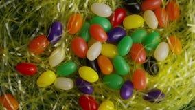 Wirować strzał Easter cukierek w kolorowej Easter trawie i dekoracje zbiory