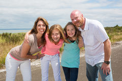 Wirrwarrs einer glückliche Familie zusammen mit glücklichem Lächeln Stockbild