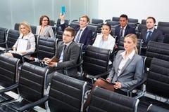 Wirtschaftler auf Seminar lizenzfreie stockfotos