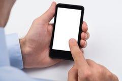 Wirtschaftler, der Handy hält Stockbild