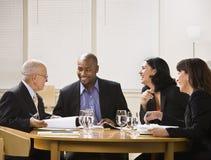 Wirtschaftler in der Sitzung Lizenzfreie Stockfotografie