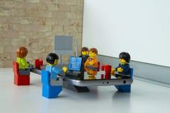 Wirtschaftler, die im Büro arbeiten Stockfoto