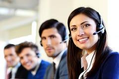 Wirtschaftler in einem Call-Center-Büro Lizenzfreies Stockbild