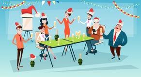 Wirtschaftler feiern frohe Weihnacht-und guten Rutsch ins Neue Jahr-Büro-Geschäftsleute Team Santa Hat Lizenzfreie Stockfotografie