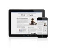 Wirtschaftsnachrichten an der digitalen Tablette und am intelligenten Telefon Stockfotos