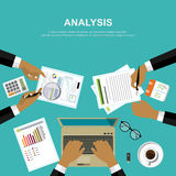 Wirtschaftsprüferarbeitsschreibtisch, Finanzforschungsbericht Lizenzfreies Stockbild