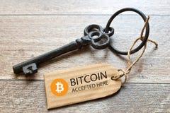 Wirtualny pieniądze Bitcoin cryptocurrency - Bitcoins akceptujący tutaj obrazy stock
