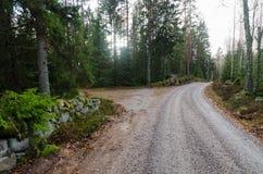 Żwiru drogowy throug drewna obrazy royalty free