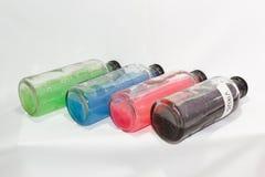 Wirus, barwionych substancj chemicznych szklana butelka, biały tło Zdjęcie Stock