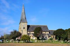 WISBOROUGH, SUSSEX/UK - 15-ОЕ ОКТЯБРЯ: Внешний взгляд St Peter a Стоковое Изображение