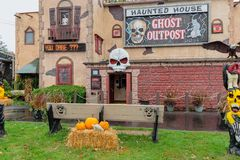 Wisconsin Dells, WI/USA - 10-22-2017: Ghost Outpost Haunted Hou stock photography