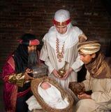 Wisemen que visita Jesus Imagens de Stock